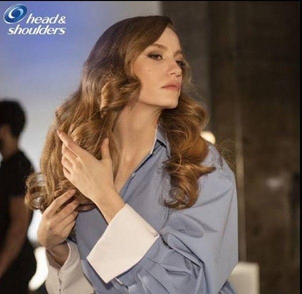Pin By Hayat Fatima On Serenayss Fashion Serenay Sarıkaya Head Shoulders