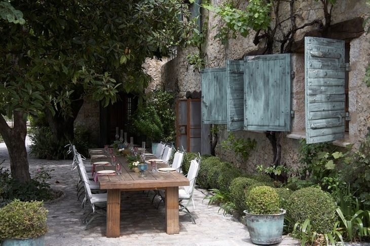 Beautiful Outdoor Dining in France: Al Fresco Dining, Habitu Chic, Families Dinners, Dining Spaces, France, Gardens Dining, House, Outdoor Spaces, Shutters