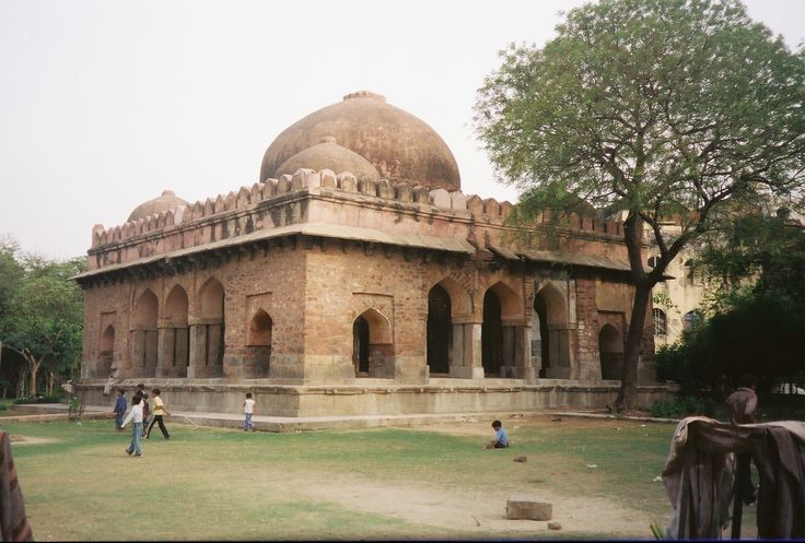 Barakhamba: Another spectacle of the Lodi Dynasty Another beauty inspired by Islam architecture the Barakhamba Monument is one of the many 14th century monuments in Delhi. Built late during the Lodi Dynasty, the monument sits very close to the Hazrat Nizamuddin Ki Baoli. As the name suggests, the monument has 12 pillars, like several other monuments that were built during the time.
