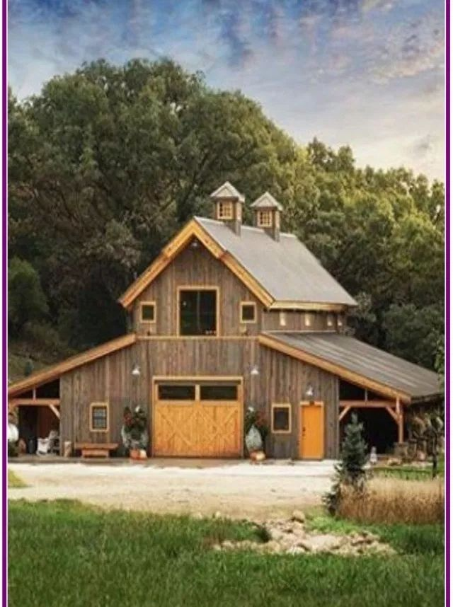 30 Affordable Small Log Cabin Ideas With Awesome Decoration In 2020 Small Log Cabin Barn House Plans Barn House