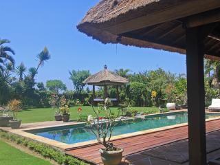 Villa Bunia 150m from the beach, Canggu