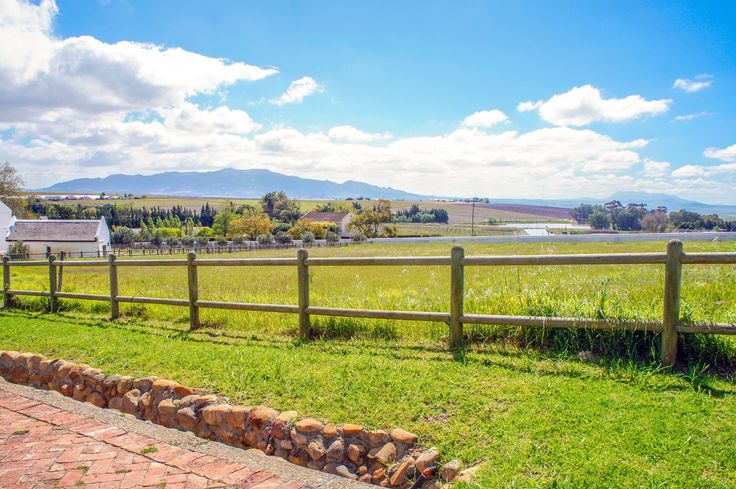 Panoramic views can be seen from this vacant land in Windmeul, Paarl.