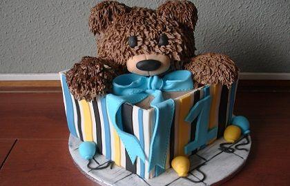 Teddy beer in een doos taart van Susannes Cakes