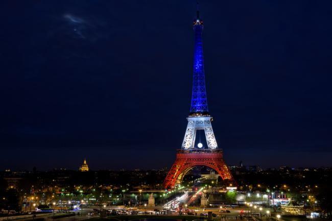 Turnul Eiffel, închis marţi din cauza unei zile de grevă la nivel naţional - http://www.eromania.pro/turnul-eiffel-inchis-marti-din-cauza-unei-zile-de-greva-la-nivel-national/?utm_source=Pinterest&utm_medium=neoagency&utm_campaign=eRomania%2Bfrom%2BeRomania
