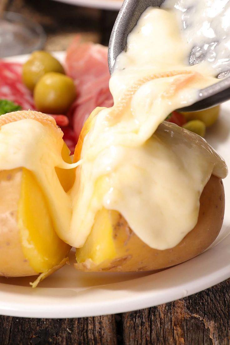 Hier finden Sie Raclette-Rezepte und Tipps! Wir sagen Ihnen, welcher Käse am besten passt und wie der Raclette-Abend nicht nur an Silvester zum Erfolg wird, zudem gibt es unsere ganz persönlichen Lieblings-Rezepte. – meinestube