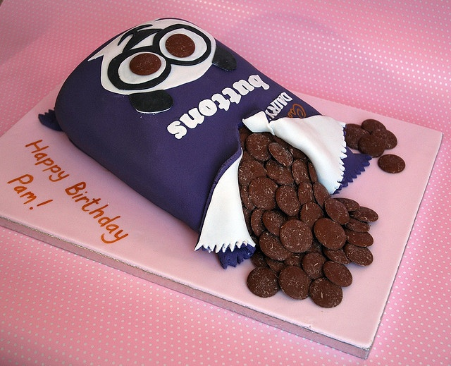 Cake Designs With Chocolate Buttons : 100 best images about Cakes on Pinterest Chocolate giant ...