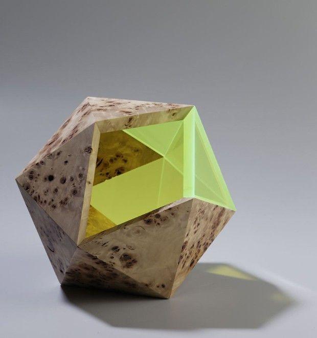 Présentés il y a quelques mois pour leur séried'objets à facettes bois et plexi fluorescent (pour retrouver l'article, cliquez ici), Didier Versavel et Je