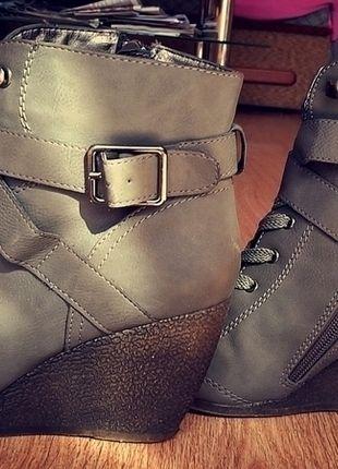 Kup mój przedmiot na #vintedpl http://www.vinted.pl/damskie-obuwie/botki/13050389-szare-botki-koturny-zamek-sznurowki-38-wiosna