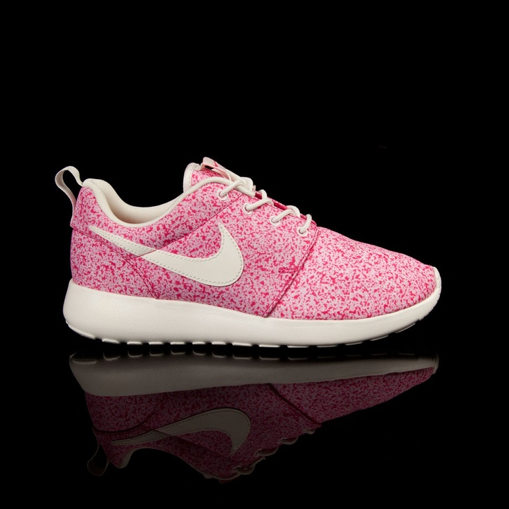 Nike Roshe Run in Sail/Pink Force
