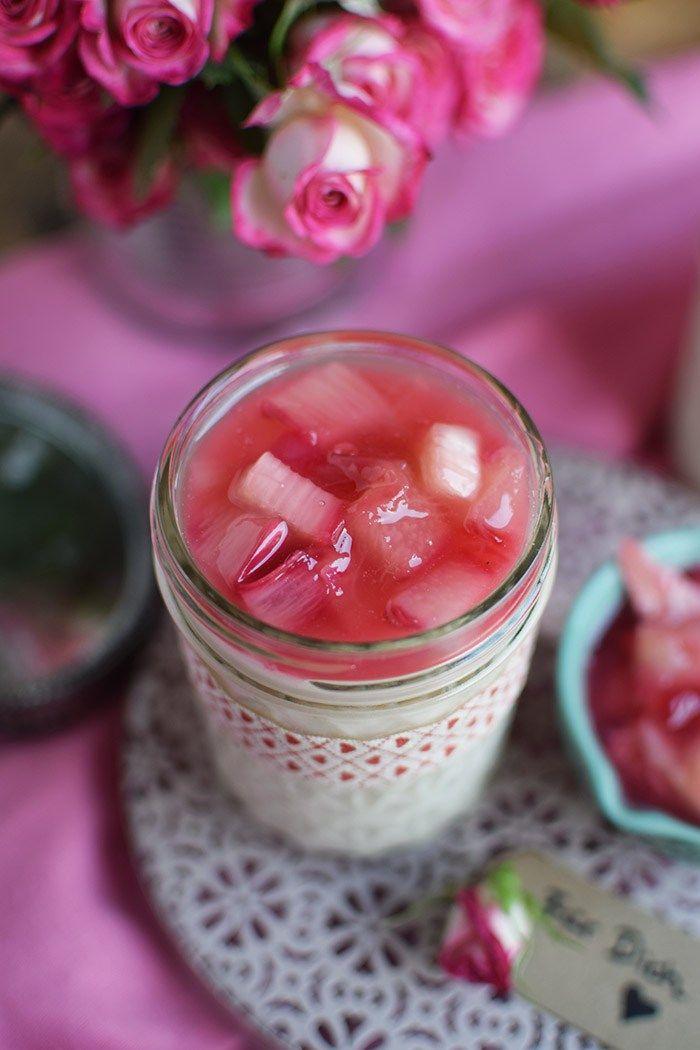 Mascarpone Buttermilch Dessert mit Rhabarber - Rhubarb Mascarpone Dessert with Lime | Das Knusperstübchen