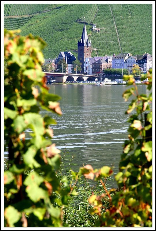 Bernkastel-Kues . This is the Mosel River.
