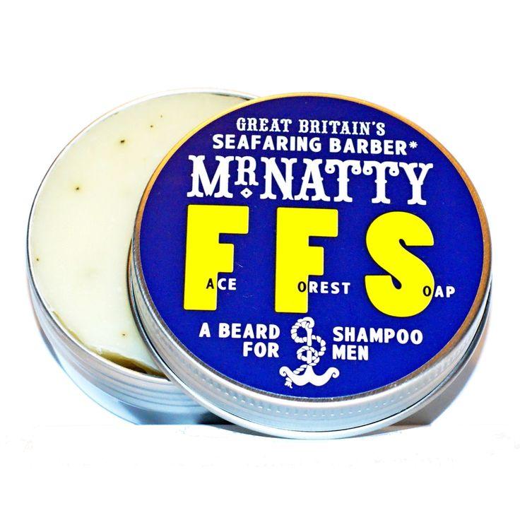 """Mr Natty często słyszy wiele pytań dotyczących pielęgnacji zarostu. Jednym z jego ulubionych jest: """"Czy powinienem używać mydła, czy szamponu do pielęgnacji mojej brody?"""" To prawdziwa zagadka. Jest tam skóra! Są tam włosy! Jednocześnie! Na twarzy!  Odpowiedź? Po prostu użyj naszego nowego szamponu do brody, """"Face Forest Soap"""" (FFS).  Żaden mężczyzna nie lubi dezorientacji w swoim życiu - szczególnie pod prysznicem...  Szampon do brody FFS dba o zarost oraz o skórę po nim.  Zawiera oliwę z…"""