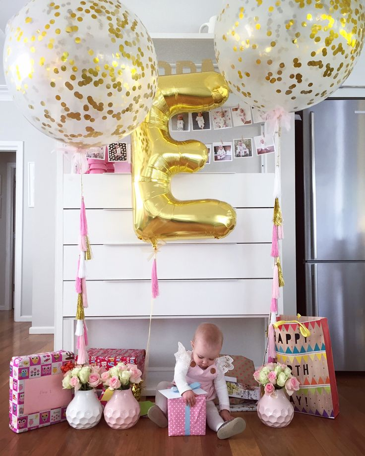 Beautiful Elise is '1'...Jumbo clear 3foot/90cm latex balloons with gold confetti & Jumbo gold foil 'E'