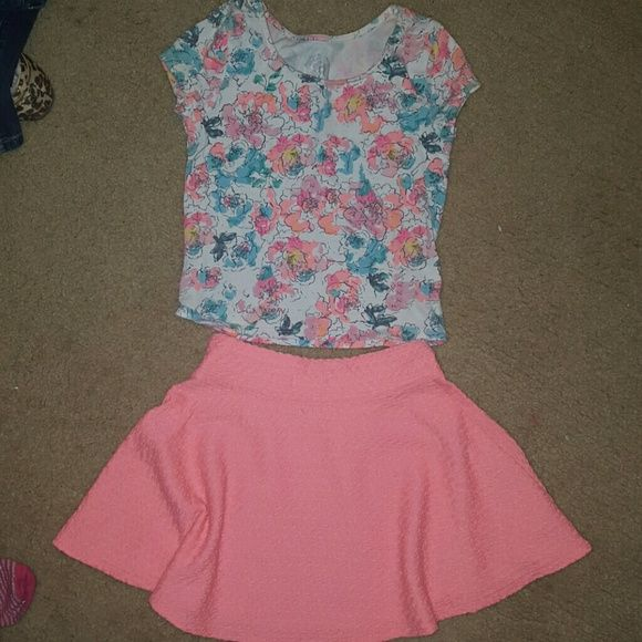 Little girl outfit Super cute and vibrant little girls outfit. Excellent condition Smoke free home size 7/8 SO Other