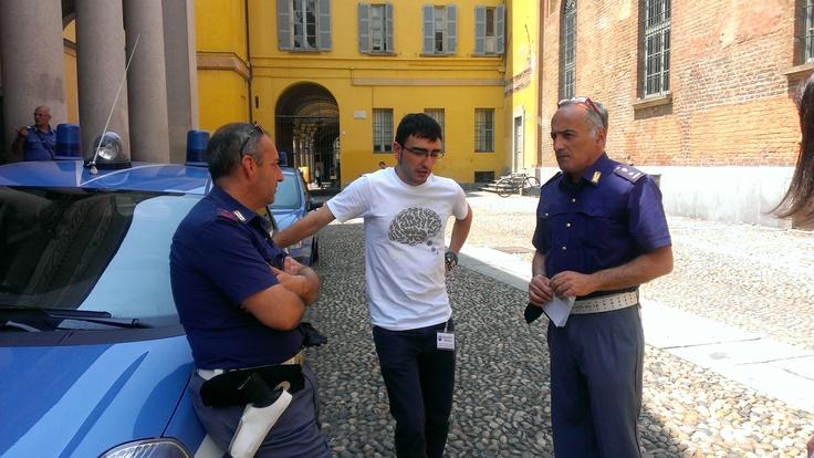 Tutto tranquillo a Pavia e si intrattengono anche le forze dell'ordine che passano un sereno pomeriggio. Per fortuna. #italy4science