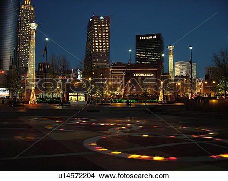 atlanta, ga, géorgie, parc centennal, 1996, été, jeux olympiques, en ville, horizon, soir, décorations noël, fontaine, de, anneaux Voir Image Grand Format