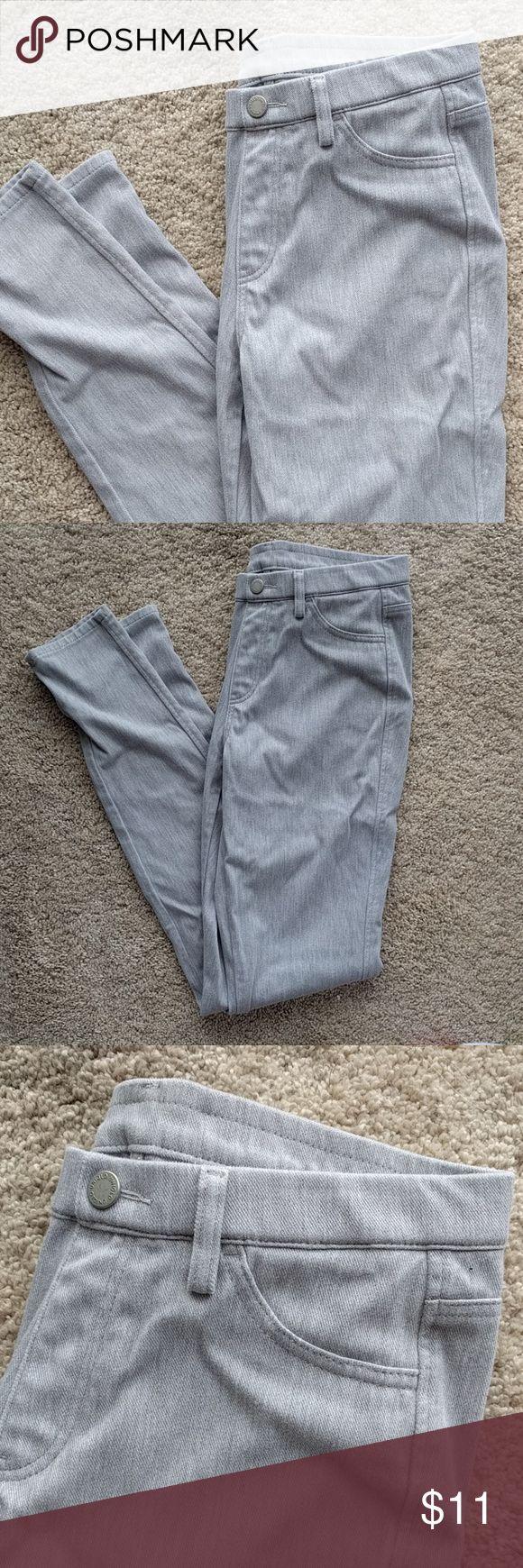 Uniqlo leggings Uniqlo grey/gray leggings.  Worn twice, one wash. Waist 26-27 inches Uniqlo Pants Leggings