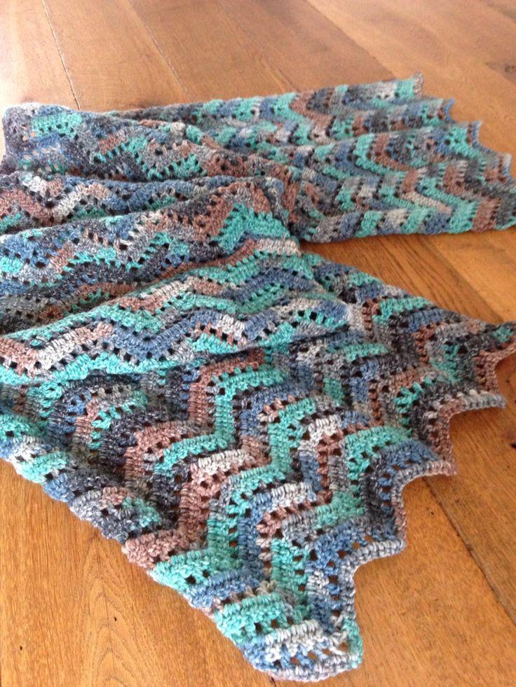 Sjaal, chevron lace. Gehaakt van 2 bollen austermann step sokkenwol 6 draads. Nld 3,5