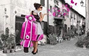 Witziges Vespa Carry Me Kostüm für Damen und Gruppen.