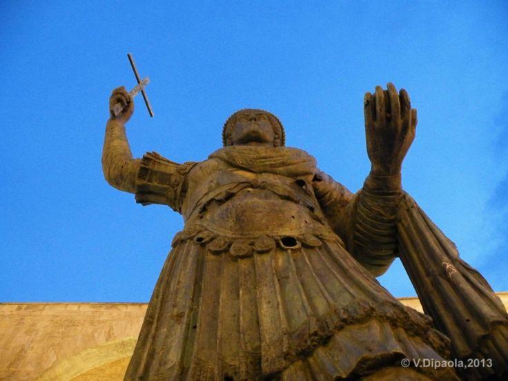 Eraclio, a giant bronze statue in Barletta