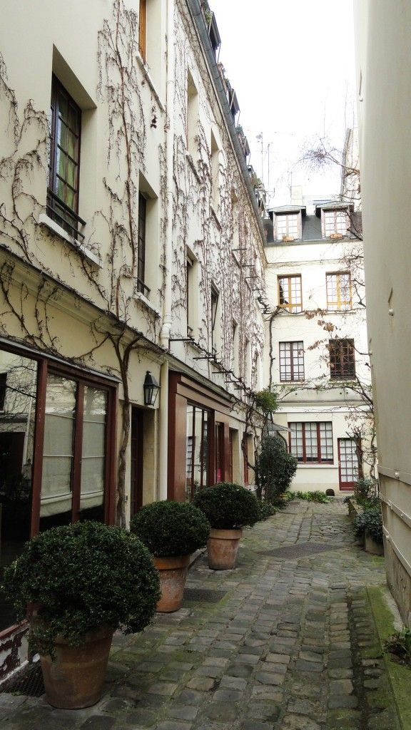 Cour du Bel Air. Paris 75012