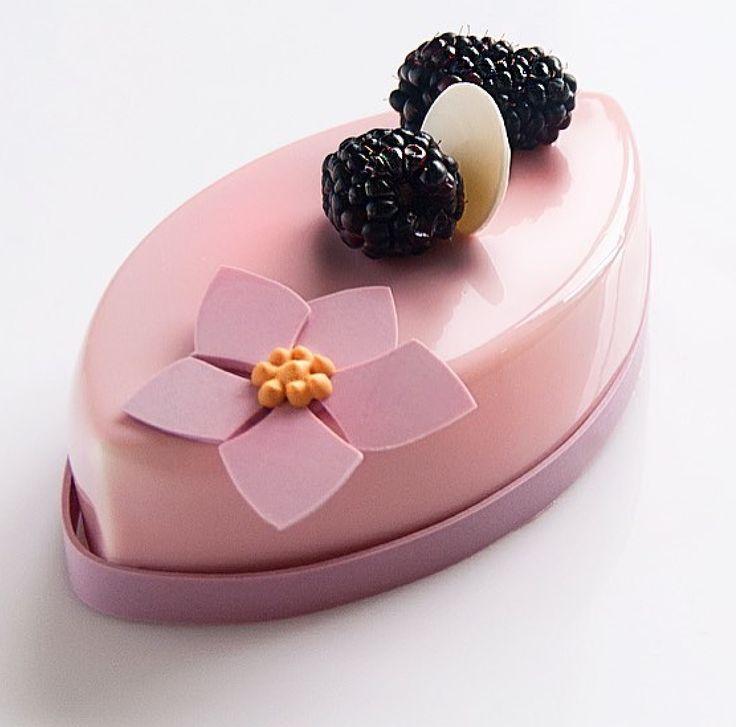 Dessert made of silicone mould: SILIKOMART PROFESSIONAL SF039 BIG BOAT