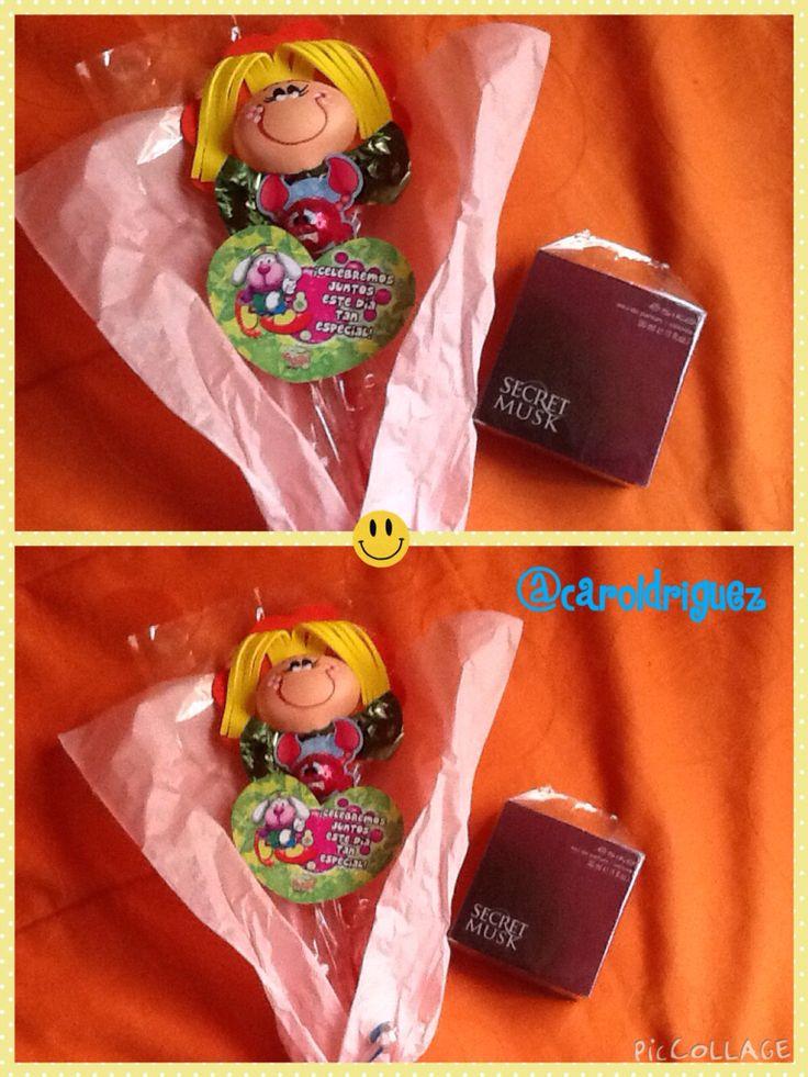 Regalos de cumpleaños #caroldriguez perfume y chocolates con fofucha.
