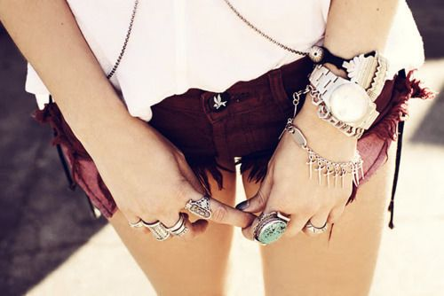 !: Red Jeans, Summer Style, Colors Shorts, Chunky Jewelry, Red Velvet, Accessories, Bling Bling, Boho Fashion, High Waist Shorts