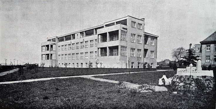 Německý Brod (Deutschbrod) Masaryk District Hospital. This 80-bed pavilion for non-pulmonary tuberculosis opened in 1933 at a cost of Kc 4,200.000. A donation of Kc 1,000.000 was made by the Central Social Insurance Company. The hospital, originally established in the late 1880s had considerably grown by the end of the 1930s (new operation theatre 1928, isolation pavilion 1930, tbc pavilion 1933, central kitchen 1937, planned internal diseases pavilion 1938) into a 420-bed institution.