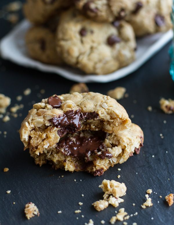 Mom's Simple Oatmeal Chocolate Chip Cookies...Best Oatmeal Chocolate Cookies. - Half Baked Harvest