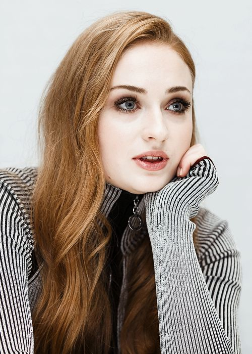 Sophie Turner at the press conference of 'Game of Thrones' (April 2016)