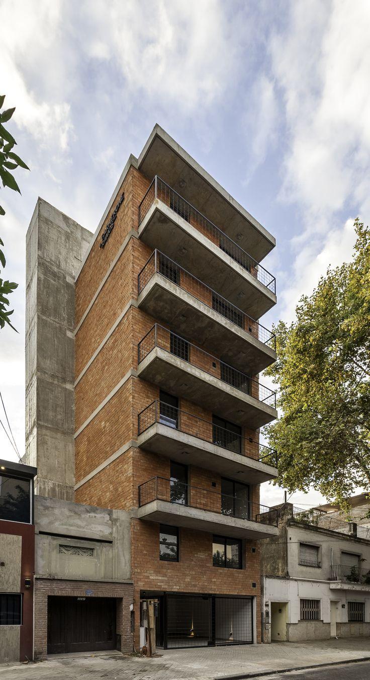 Edificio Rodriguez 1123  / Garnerone + Ramos Arq