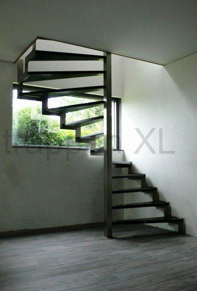 #RVS_designtrap voorzien van op kleur gelakte treden. #Stairs