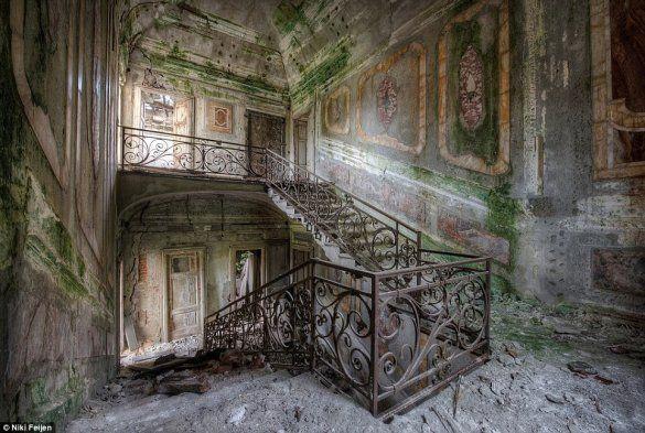 edificios abandonados em - Green Savers – A beleza dos espaços abandonados intocados pelo ... greensavers.sapo.pt585 × 393Pesquisar por imagens 16