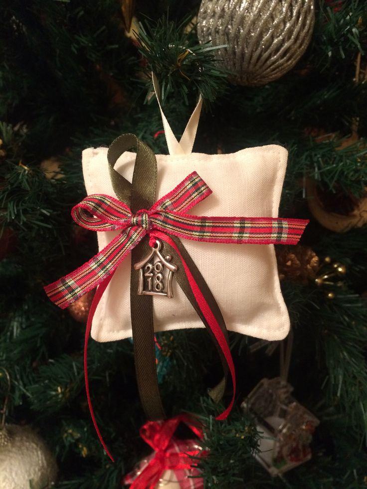 Fabric pillow charm #fabriccharms #handmadecharms #pillowcharms #xmasdecor #christmasdecor #almanogr