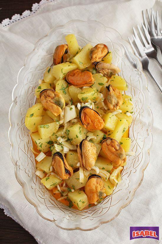 Patatas aliñadas con mejillones, un aperitivo o primero perfecto para toda la familia, muy fácil de hacer se suele tomar frío por lo que podéis tenerlo pre