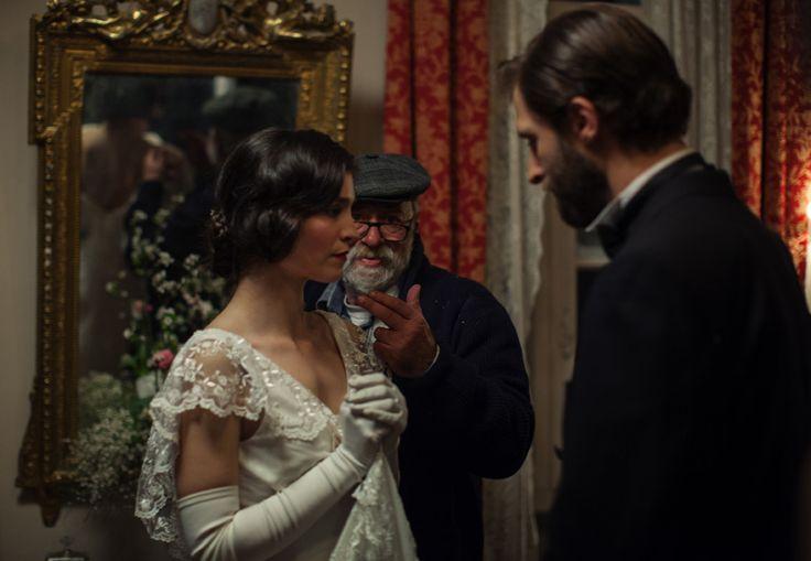"""Ο Παντελής Βούλγαρης με την Πηνελόπη Τσιλίκα (Όρσα) και τον Μάξιμο Μουμούρη (Νίκο) από τα γυρίσματα της νέας του ταινίας """"Μικρά Αγγλία"""". #MikraAgglia"""