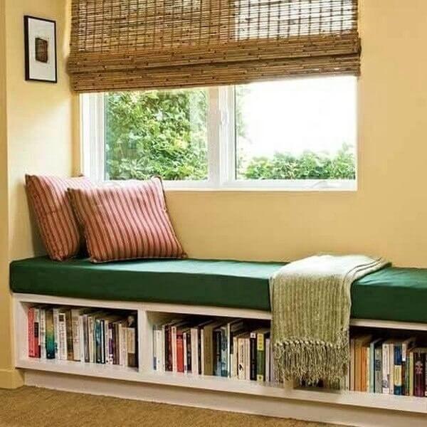 Eğer bu pencere kenarındaki çıkıntı alanı kullanmak istiyorsanız, buraya mini bir döşek, yastık ve minderler koyarak evdeki en güzel bir alan haline getirebilirsiniz.