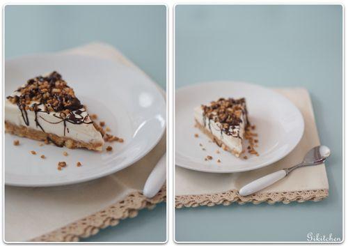 Cheesecake fredda con cioccolato fondente e granella di amaretti