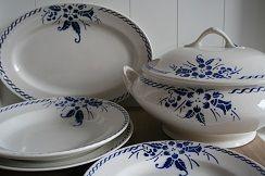 Koningsblauw bloemmotief - mooie serie servies
