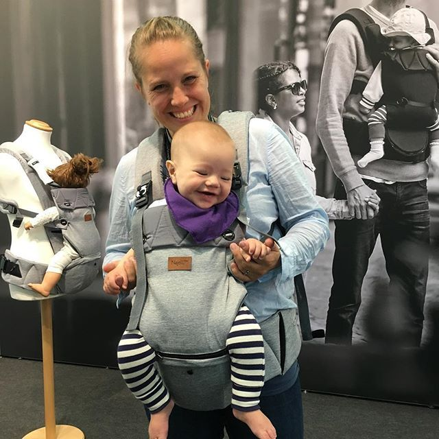 WEBSTA @ najell_official - This is one of our lasting memories from this year's Kind und Jugend. We love how fun it is to try our Omni in the color Morning Grey @barnkaert Coming soon. #Omni #Najell #kindundjugend #babycarrier #hipseat #ergonomic #innovation #swedishdesign #cute