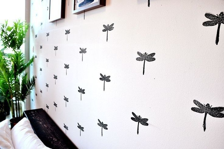 How to make wallpaper / a wall painting. DIY Stamped Dragonfly Wall - Step 5