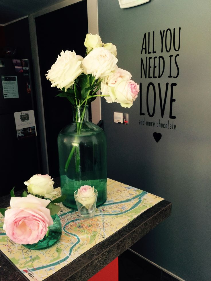 Sticker All You Need is Love, by Initial Déco