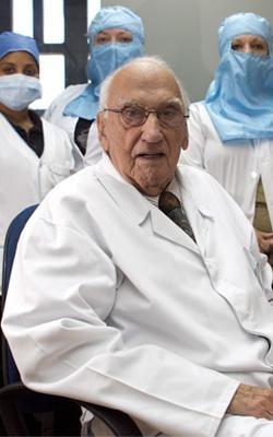 Dr. Jacinto Convit. Known for developing the leprosy vaccine. He received the Premio Príncipe de Asturias de Investigación Científica y Técnica in 1987.