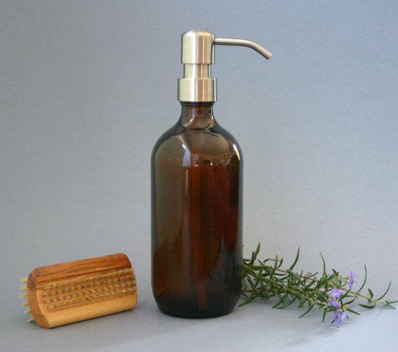 Ce distributeur de savon apothicaire beau style verre ambré est un ajout classique à votre banc de cuisine ou de salle de bains. La qualité de la pompe