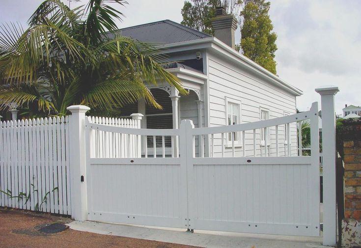 Bungalow : Wooden Gates Fences driveway gates Wooden gate manufacturers Auckland New Zealand Waiuku