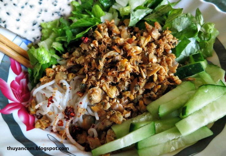 I've recently been introduced to this lovely dish, originated from the city of Hue. My parents never had this dish while they were in Vie...