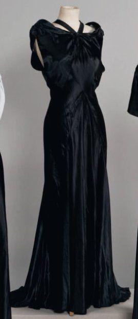 Madeleine VIONNET  Haute couture, circa 1935 Griffe blanche, graphisme bleu rehaussé du sigle