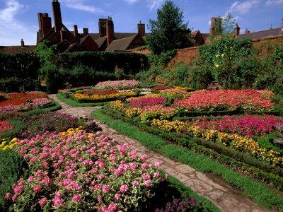 Shakespeare's Home, Elizabethan Knot Garden, Stratford-on-Avon, England