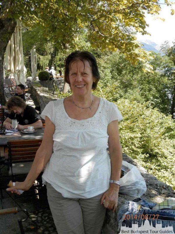 Ágnes N.  http://bestbudapesttourguides.com/de/reiseleiter_wahlen-page-3/budapest-destination-57/agnesnarancsik-guide-36/  Ich begrüsse Sie am herzlichsten ! Mein Name ist Agnes, ich bin als berufliche Reiseführerin tätig. Ich habe meine deutschen Sprachkenntnisse an der Hochschule für Aussenhandel erworben.    Es wäre für mich glücklich Ihnen unser schönes Land zeigen zu können. Ungarn verbirgt einige echte Wunder. Um diese Sehenswürdigkeiten zu entdecken, biete ich Ihnen als professionelle…
